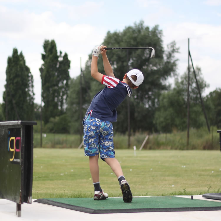 Located near Slough, the golf driving at Iver Golf has quality golf balls, easy-to-hit-from mats and various targets for long and short game practice.